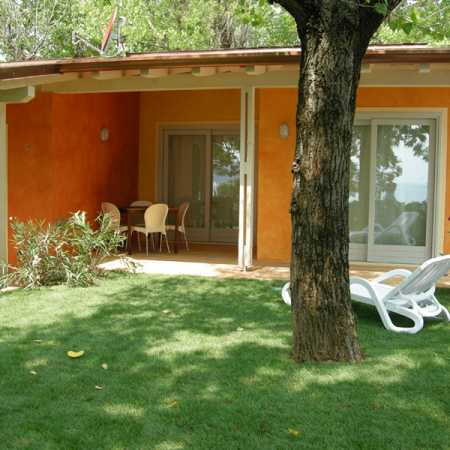 Camping Lake Garda with apartment with private garden