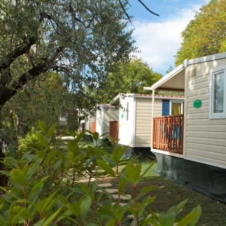 Camping Lake Garda with lake view mobile home with covered terrace